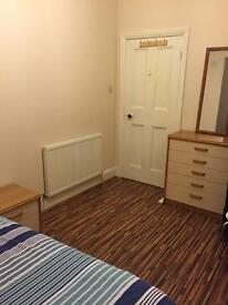 Room in Charminster, £95 per week