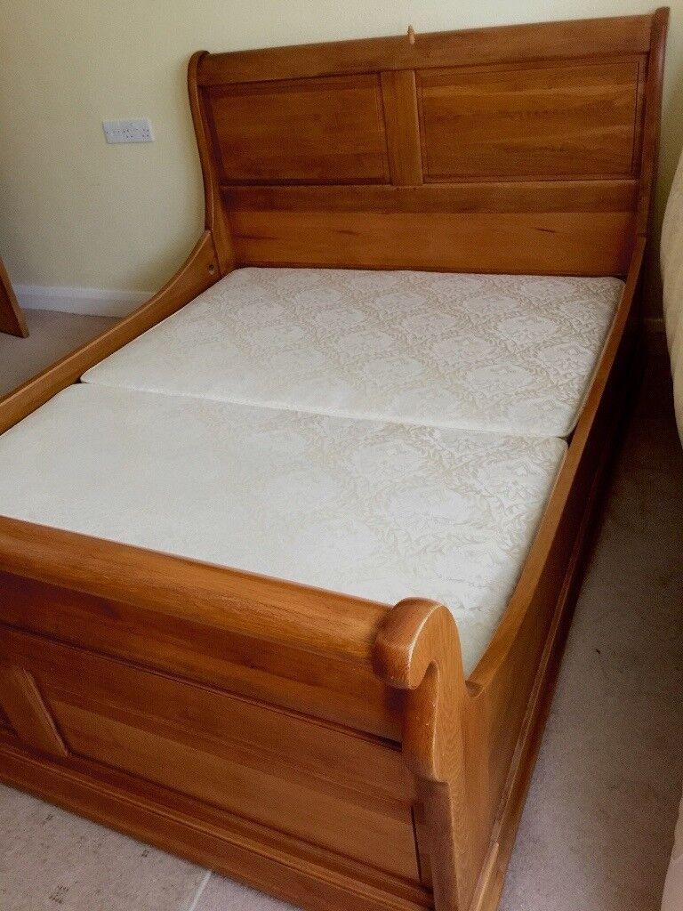 Kingsize sleigh bed