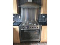 Indesit 900mm 5 burner cooker, splash back, extractor fan