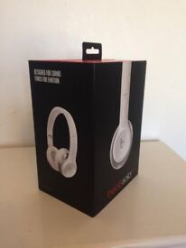 beats solo 2 by dr. dre. Headphones works perfectly, amazing sound, slight cosmetic damage, N19 5QA