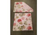 King size Laura Ashley Geranium duvet set. This has been used. So not in packaging.