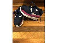 Navy Nike airs U.K. 4.5 toddler