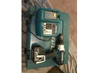 Makita hammer drill 18v with case charger battery in good condition