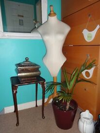 Table / Mannequin / Large heavy ornate container from £10