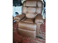 Reclining massager chair