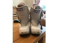 Ladies Burton Mint snowboarding boots size 3