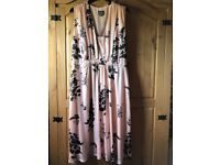Beautiful phase eight dress, perfect condition. Size 18
