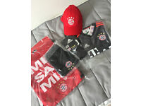 NEW Bayern Munich Away-Kit Junior Age-9-10 25-Mueller incl hat and bag