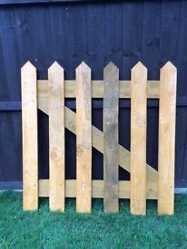 Pickett fence gate