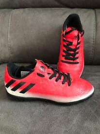 Kid shoes/ football trainers