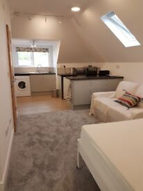 Modern second floor 1 bedroom studio flat 2 minutes from Perranporth Beach