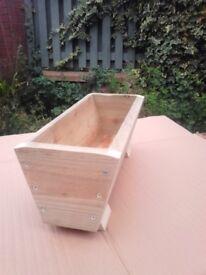 ***NEW V-SHAPE GARDEN FLOWER PLANTER TROUGHS***40 CM - 120 CM, MANY COLOURS,HANDMADE,FEET & DRAINAGE
