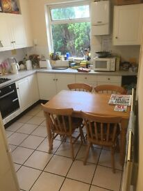 No Agency Fees! Medium Size room to rent in a house share