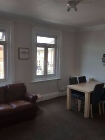 Nice furnished SINGLE room with DOUBLE BED, ALL BILLS INC.
