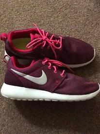 Women's Nike Roshe Runs size 7