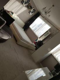 Big spacious double room like studio flat in Mile End for cheap