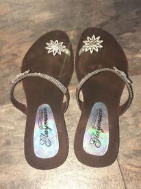 Flat women sandals