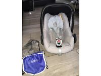 Maxi cosi car seat grey with rain cover perfect condition