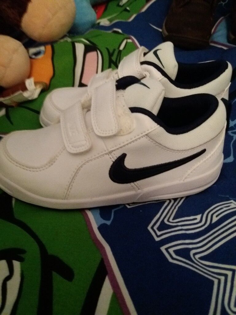 Boys nike trainers never worn size 9.5