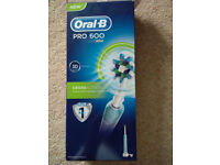 Oral B Pro 600 Cross Action electric toothbrush - with warranty