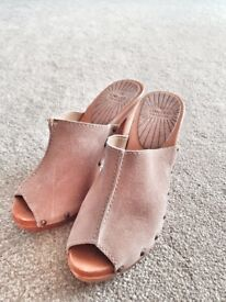 Heel shoes size 5