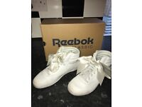 Girls Reebok classics size 1 excellent condition