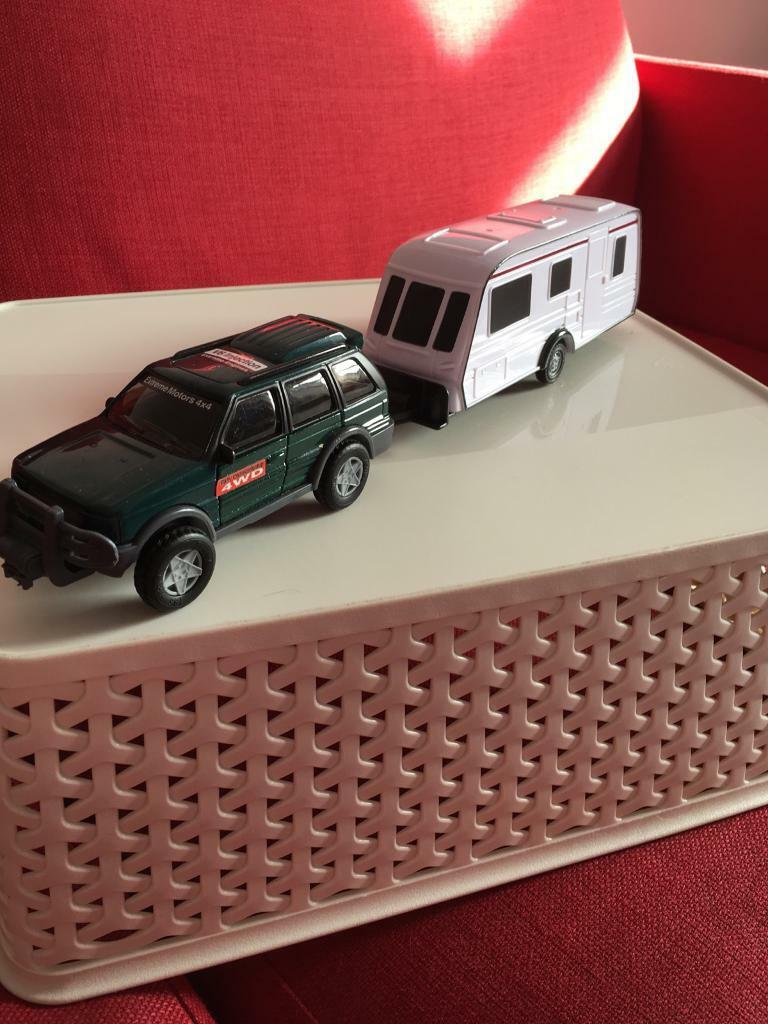 Car and caravan toy set