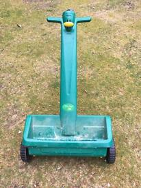 Upright lawn feeder