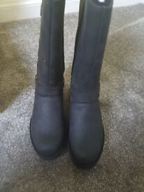 Black ladies UGG jasper boots. BNWT never been worn. Any questions please just ask x