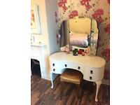 Queen Anne kidney shaped dressing table with stool