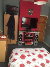 Good size double room available for rent in Southsea with all bills included