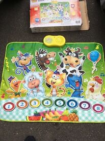 Musical animal mat with batteries