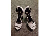 Woman's white size 7 shoes river island