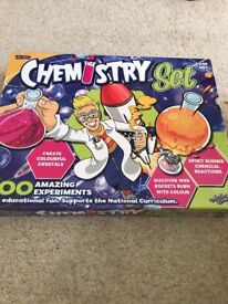 100 CHEMISTRY EXPERIMENTS