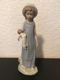 LLADRO GIRL AND BABY FIGURINE......(slight damage)
