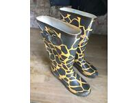 Size 8 wellies