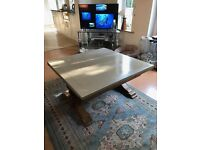 Coffee table, which can be extended.