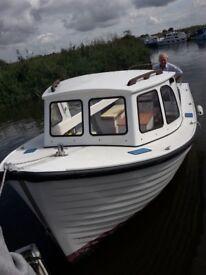 Gentlemans launch / day / fishing boat