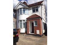 3 bed 1st floor split level flat in Kenton/Queens bury border