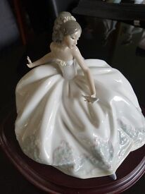 LLADRO FIGURINE...AT THE BALL NUMBER 5859