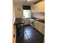 Recently decorated 2 bed flat for rent in 10 mins from City Centre West End