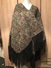 Poncho wrap top carpet vintage print size one size brand new with tags
