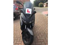 YP 125 R-XMAX scooter