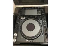 Pioneer cdj 2000 nexus in flight case dj deck