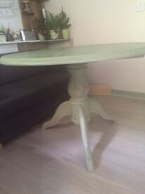 Shabby Chic Round Solid Wood Dining Table