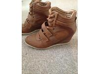 Brown Tan trainer wedge. Size 7.