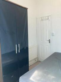 *SINGLE ROOM £100 PW / FOREST GATE STATION