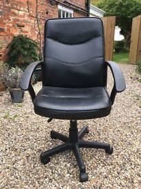 Swivel chair in fake black leather