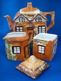 Vintage teapot, milk jus and sugar pot