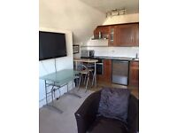 Double room in Kingston with your own open kitchen.